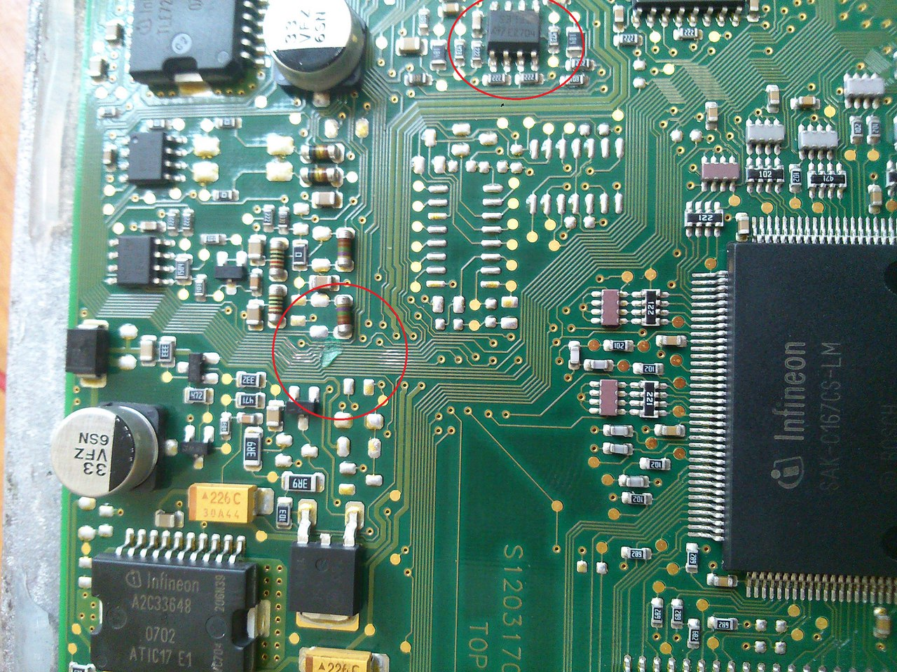 Повреждения платы электронного блока управления двигателем Siemens SIM210 автомобиля FORD FUSION