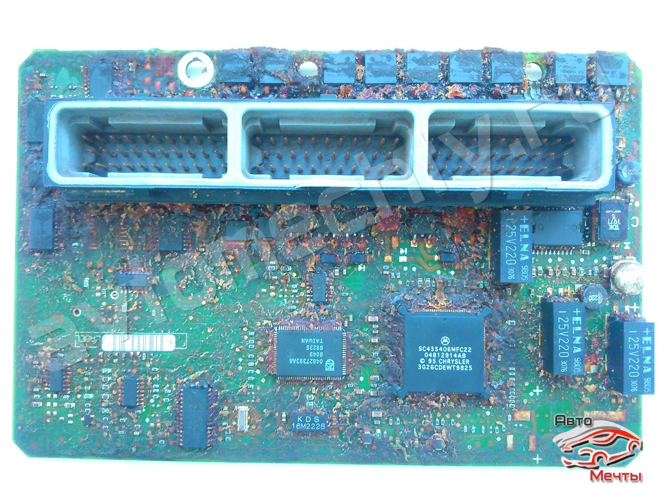 Плата ЭБУ PCM Daimler Chrysler фирмы Chrysler автомобиля JEEP Grand Cherokke со снятым герметиком